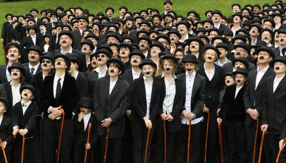 Unas 662 personas se disfrazaron de Charles Chaplin, una de las primeras estrellas del cine (EFE).