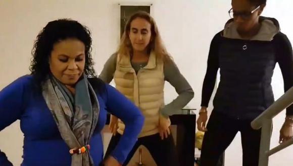 'Despacito' también encantó a Natalia Málaga y terminó bailando con Eva Ayllón. (Facebook/EvaAyllón)