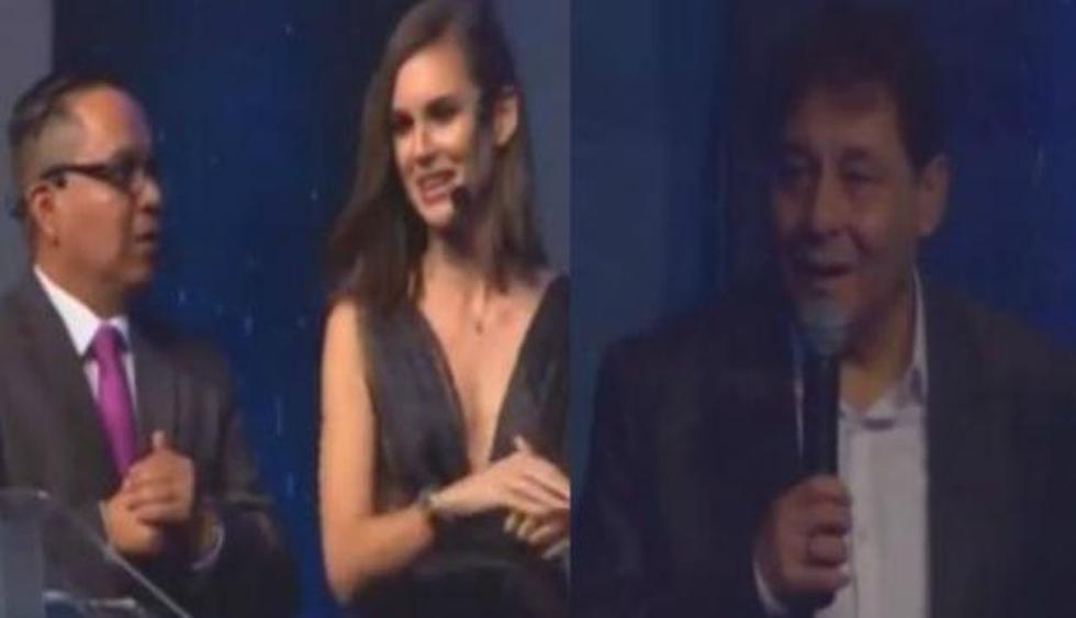 """Roberto Chale a presentadora de los premios de la ADFP: """"Me cuentan que eres una gran jugadora""""."""
