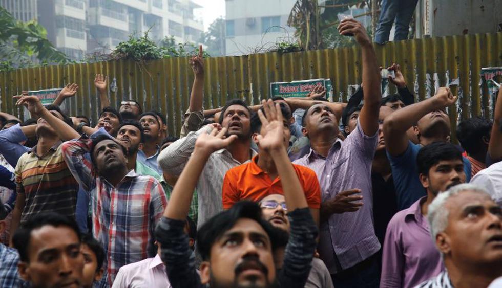 Al menos cinco muertos en incendio de una torre de oficinas en Bangladesh. (Foto: Reuters)