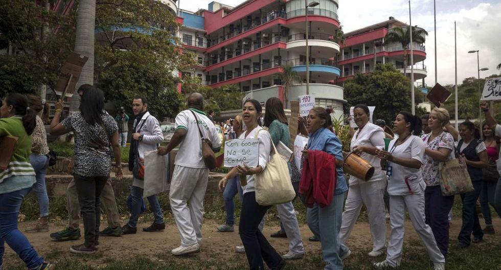 Los trabajadores del sector salud reclaman por el derecho a percibir un salario digno. (Foto: EFE)