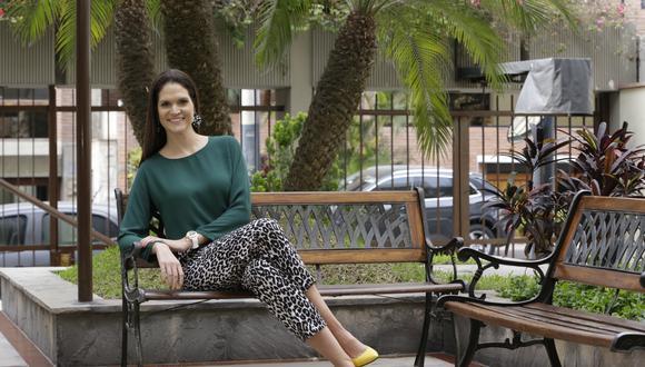 La periodista Lorena Álvarez escribe su tercer libro.