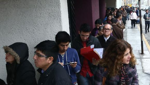 Migraciones: Continúan largas colas en sede Breña por pasaporte biométrico. (Perú21)