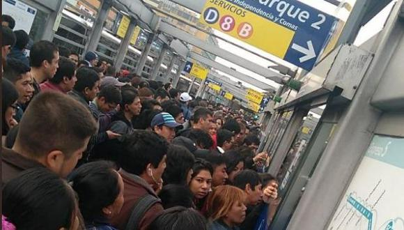 Largas colas en estación Naranjal de Metropolitano