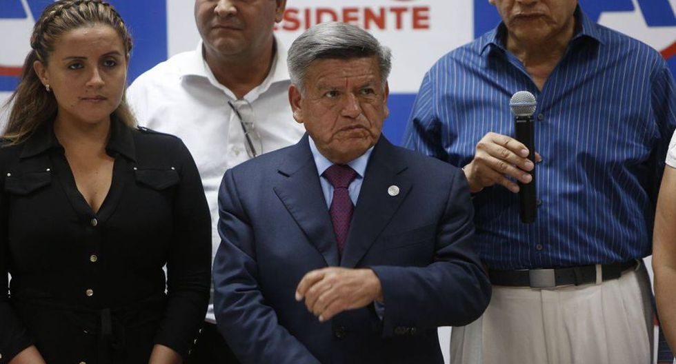 César Acuña brindó conferencia de prensa tras fallo del JNE que lo dejó fuera de la contienda electoral. (Anthony Niño de Guzmán/Perú21)