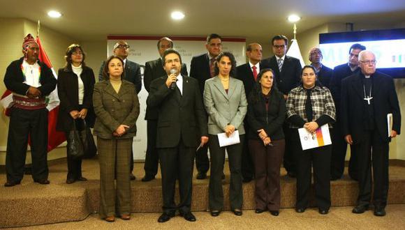 Juan Jiménez dio una conferencia de prensa junto a miembros de la sociedad civil. (Andina)