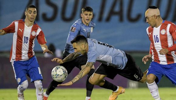 Uruguay y Paraguay jugaron un partido muy disputado en el Estadio Centenario de Montevideo (Foto: AFP)