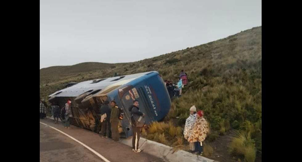 Pasajeros de bus y camión salvaron de morir tras sufrir accidentes por exceso de velocidad en Puno (GEC)