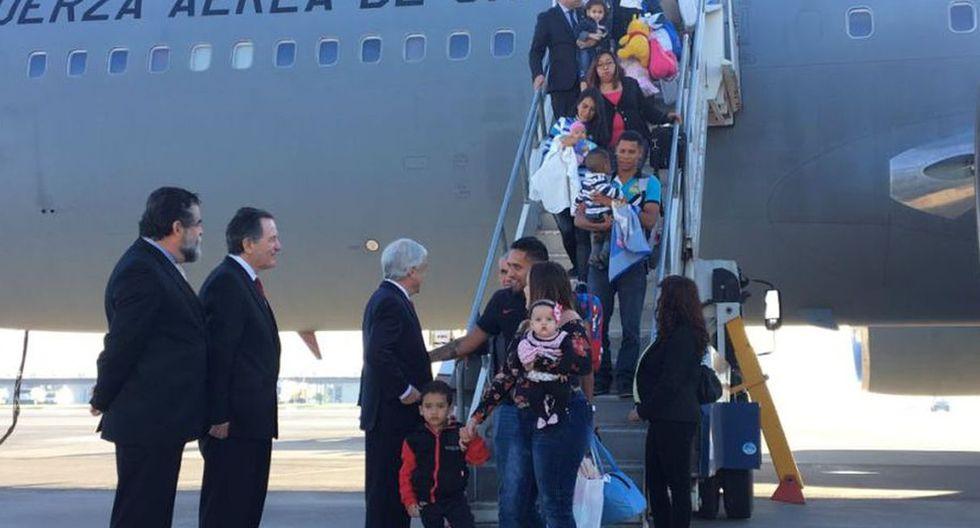 Las 88 personas que aterrizaron esta madrugada en Santiago a bordo de un avión de la Fuerza Aérea recibieron en el vuelo una guía de apoyo que incluye todos los trámites necesarios para instalarse en Chile. (Foto archivo: Presidencia de Chile)