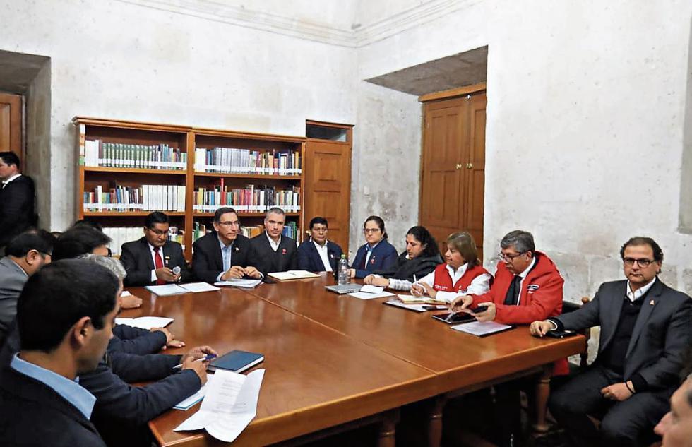 El presidente estaba reunido en esta sala y accedió a ir a otro ambiente donde conversó solo con el gobernador y alcaldes.