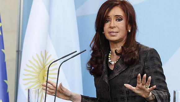 CAÍDA. Sondeo revela fuerte bajón en la popularidad de Fernández. (Bloomberg)