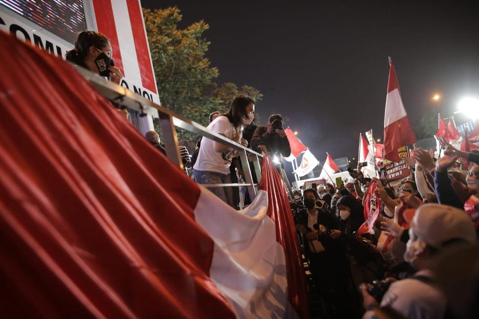 La lideresa de Fuerza Popular, Keiko Fujimori, se dirigió a sus simpatizantes en un estrado armado en la avenida Paseo Colón, en Cercado de Lima. (Anthony Niño de Guzmán @photo.gec)