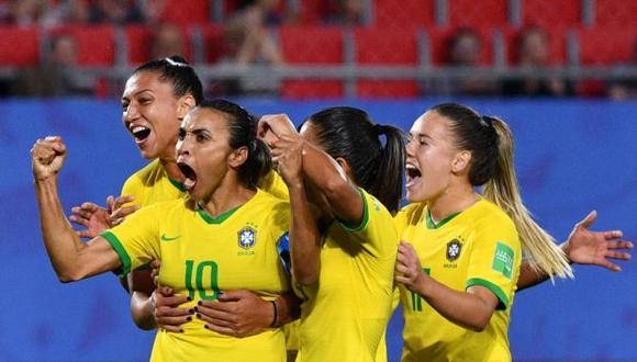Las integrantes de la selección brasileña serán las únicas representantes del fútbol sudamericano en los octavos, después de la eliminación de Argentina y Chile. (Foto: AFP)