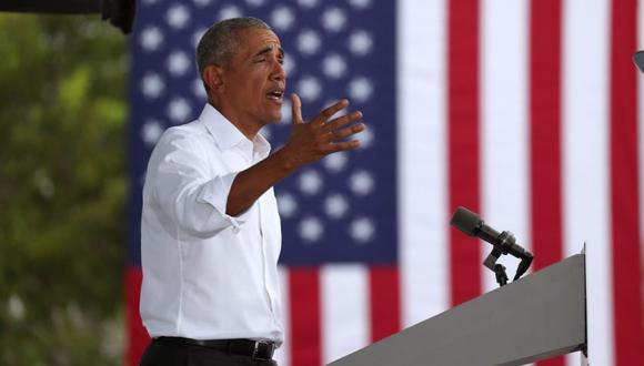 El expresidente Barack Obama habla en apoyo del candidato presidencial demócrata Joe Biden durante un autocine. (Joe Raedle/AFP).