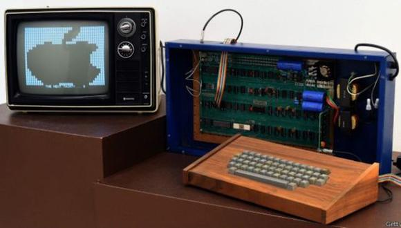 Ejemplar de Apple-I, el primer modelo de computadora creada por Apple, en 1976 (BBC).