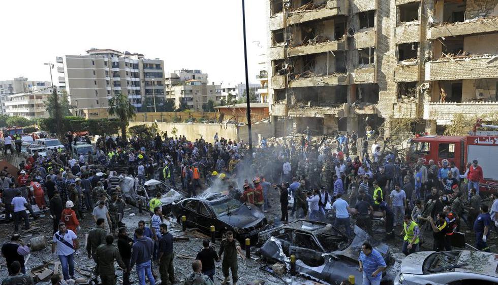 Dos explosiones perpetradas por suicidas cerca de la Embajada de Irán, en el barrio de mayoría chií de Al Yinah, sur de Beirut, dejaron fatal resultado. (EFE)