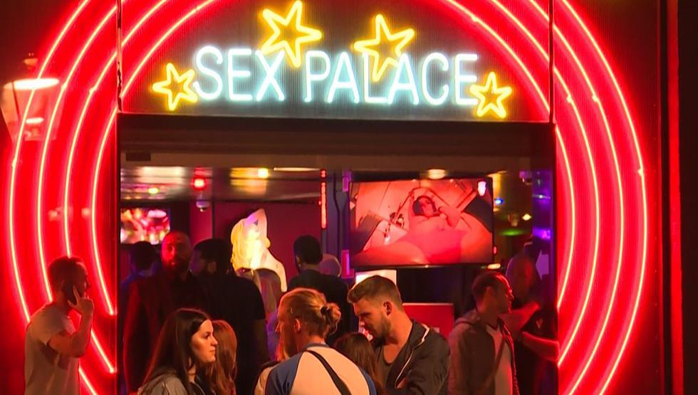 Ámsterdam busca trasladar su turístico 'Barrio Rojo' pese a rechazo de las trabajadoras sexuales. (AFP)