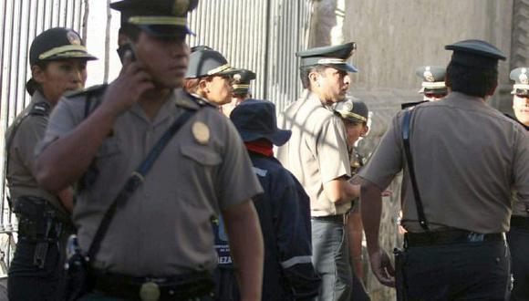 Cuando los agentes rondaban el lugar, encontraron la cartera de color marrón y la llevaron inmediatamente a la comisaría de Abancay. (USI)