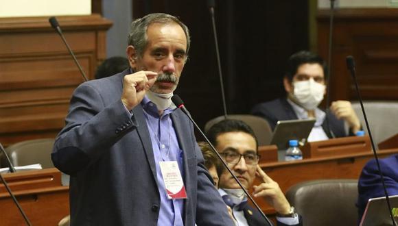 Ricardo Burga, vocero alterno de Acción Popular, indicó que si Incháustegui no da los nombres lo denunciarán civil y penalmente. (Foto: Congreso)