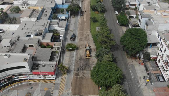San Isidro. En una primera etapa se realizó la renovación de la carpeta asfáltica en las seis primeras cuadras de la avenida José Gálvez Barrenechea, desde el Óvalo Quiñones hasta la avenida Del Parque Norte en la vía con dirección a La Victoria.