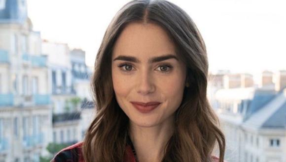 """Lily Collins contó que nunca hablaron de la edad exacta de su personaje en """"Emily en París"""" (Foto: Netflix)"""