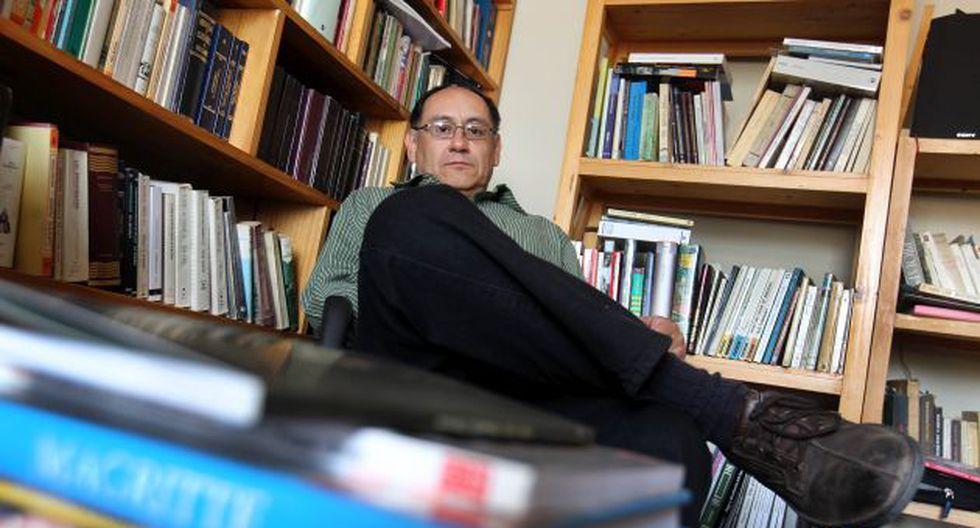 """Para Oswaldo Chanove, la poesía """"es un intento para evitar el naufragio""""."""