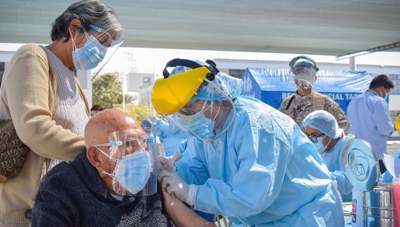 El Gobierno desarrolla un plan de vacunación contra el COVID-19 con énfasis en la territorialidad.