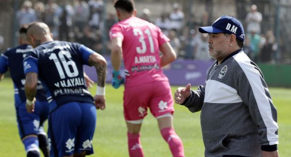 Gimnasia, con Maradona en el banquillo, venció este sábado a Godoy Cruz. (Foto: AFP)