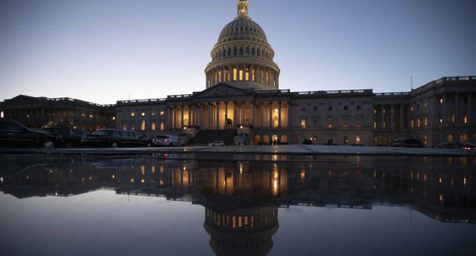 A consecuencia del cierre, cerca de 800 mil trabajadores federales dejarán de percibir su sueldo, de los que 420 mil deberán acudir igualmente a sus puestos de trabajo. (Foto: AP)