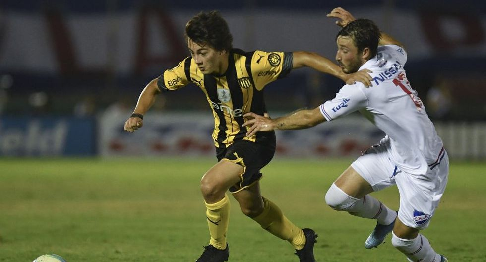 Peñarol está obligado a ganar para forzar dos finales más y buscar ser campeón uruguayo por tercer año consecutivo, mientras que a Nacional le basta solo un triunfo para consagrarse. (Foto: AFP)
