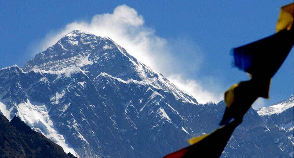 En mayo, intentarán ascender los 8.850 metros (29.035 pies) del Everest, la montaña más alta del mundo, y su pico hermano, el Monte Lhotse. (Foto: EFE)