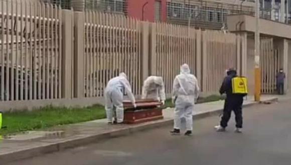 Ica: Hombre que tenía síntomas de coronavirus era llevado por su hijo a Hospital Santa María del Socorro, se desplomó y falleció en la calle a una cuadra del nosocomio.