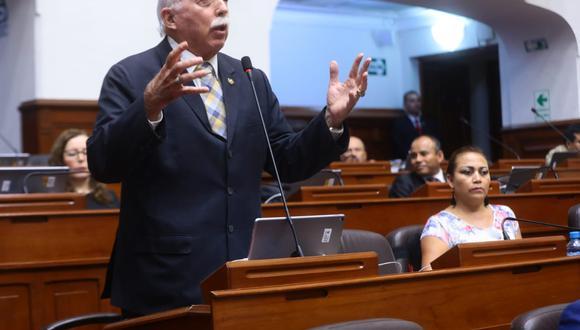 El vocero de Fuerza Popular, Carlos Tubino, señaló que el planteamiento de la cuestión de confianza no va de acuerdo a la Constitución. (Foto: Congreso)