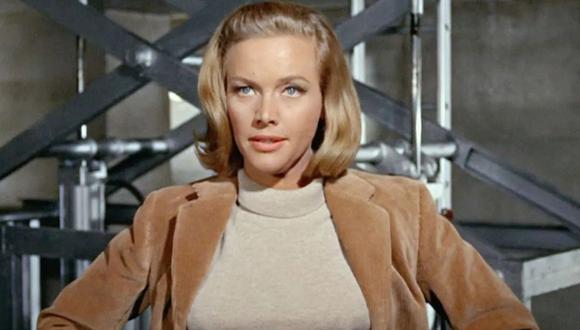 """Honor Blackman, la icónica Pussy Galore en """"James Bond: Goldfinger"""", murió a los 94 años. (Foto: Captura)"""
