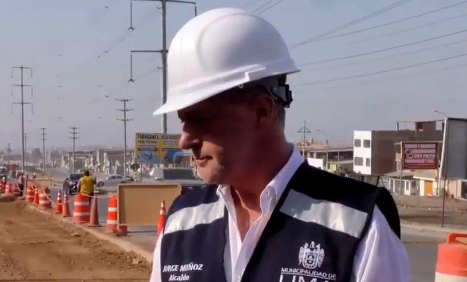 Alcalde Jorge Muñoz supervisó avance de obras de las avenidas Los Héroes y Pachacútec en Lima Sur. (Captura: Canal N)