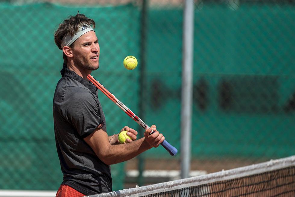 Dominc Thiem, número 3 de la ATP;  es el primer tenista que entrenó en una cancha pública en medio de la pandemia por COVID-19 (Foto: EFE)