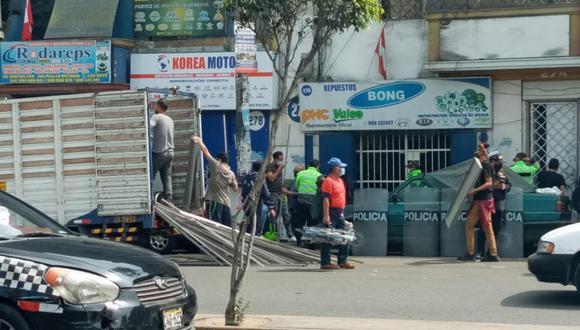 La Policía cumplió con ejecutar la orden de desalojo y retiró todas las pertenencias del local.