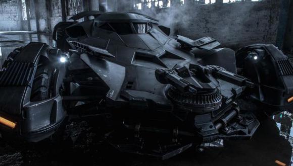 El vehículo luce como un tanque de guerra.(@ZackSnyder/Twitter)