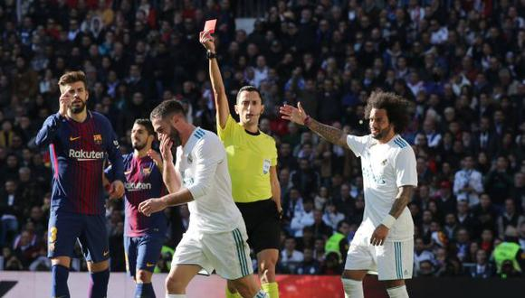 Esta irreglamentaria jugada provocó su inmediata expulsión y el cobro del justo penal a favor del Barcelona. (AFP)