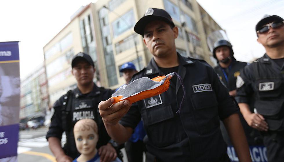Al menos 1,200 efectivos vigilarán desde hoy Mesa Redonda y el Mercado Central hasta el próximo 31 de diciembre.  (Anthony Niño de Guzmán/Perú21)