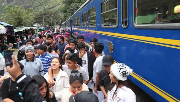 Los cusqueños señalan que los trenes benefician al turista extranjero. (Foto: GEC)