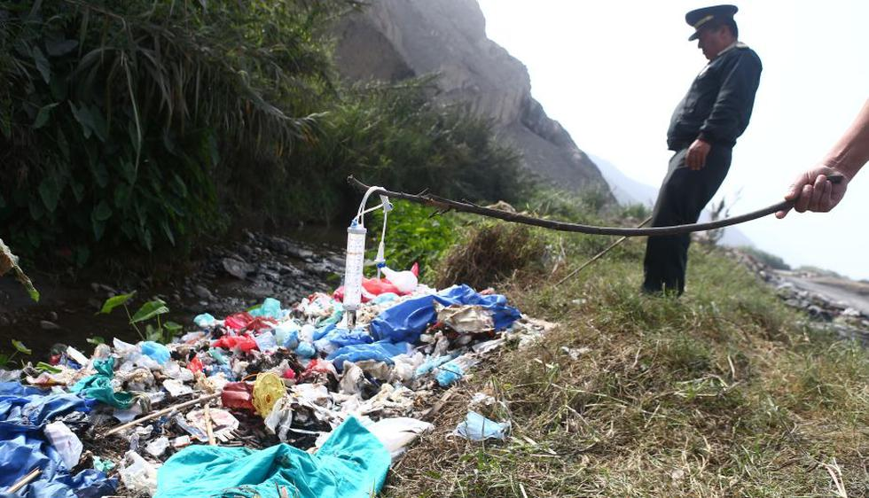 La desidia de las autoridades permiten hechos como este en el río Chillón. (Rafael Cornejo/Peru21)