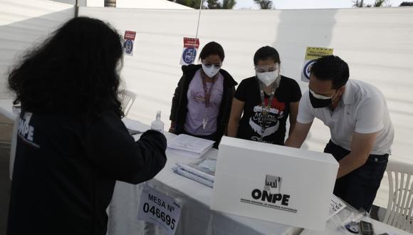 La ONPE sigue tramitando las actas de las elecciones generales 2021 del 11 de abril. (Foto: ONPE)