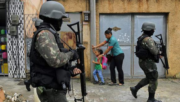 Subió a 12 el número de niños de hasta 14 años muertos por balas perdidas en enfrentamientos con la policía en Río en 2020, casi el doble que los 7 registrados en 2019 y un récord desde 2007, cuando la ONG Río de Paz comenzó a contabilizar este triste índice. (Foto referencial: AFP)
