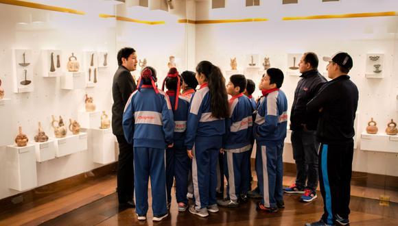 Los programas educativos digitales están dirigidos a estudiantes de primaria y secundaria, contribuyendo a la labor docente en el cambio a las nuevas plataformas de aprendizaje.