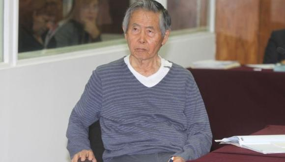 Alberto Fujimori es blanco de críticas por saludo por Día de la Mujer