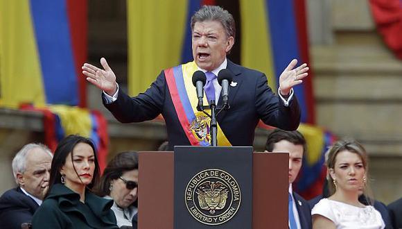 Juan Manuel Santos anuncia comisión de cese al fuego con las FARC. (AP)