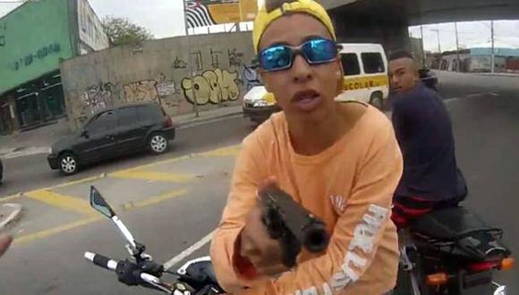 El ladrón fue identificado como Leonardo Escarante Santos. (Captura de YouTube)