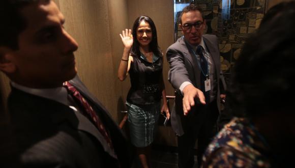 AQUÍ ESTOY. Primera dama se esmera por quedar bien con la población para ganar popularidad. (Martín Pauca)