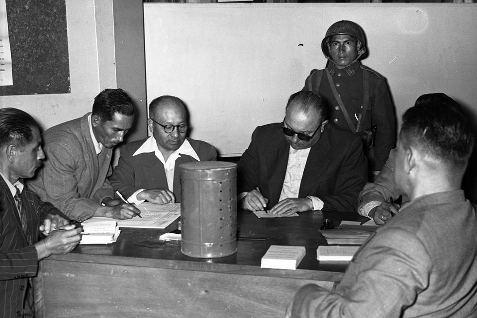 Un 17 de junio de 1956, se suscribió la finalización de una larga lucha de reivindicación femenina en nuestro país. Ese día la mujer peruana participó por primera vez en las elecciones generales, como epílogo de una batalla de varios años. La población femenina se convirtió, a partir de entonces, en un colectivo electoral capaz de decidir el resultado de una elección, dado su peso político.